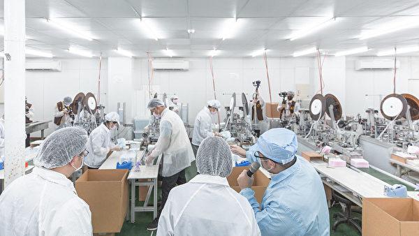 中華民國總統蔡英文感謝所有的口罩國家隊成員,在這場的防疫行動中,展現出產業的實力。(總統府)