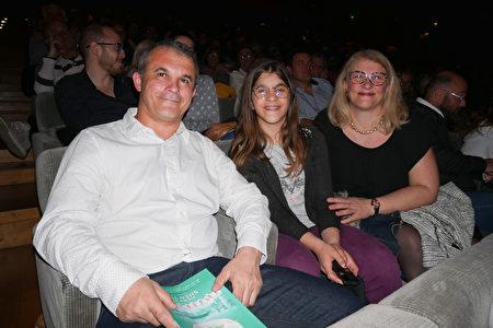 2020年3月11日晚,公司老闆Christophe Dufour在法國蒙彼利埃科琿會議中心觀看了神韻藝術團的演出。(張妮/大紀元)