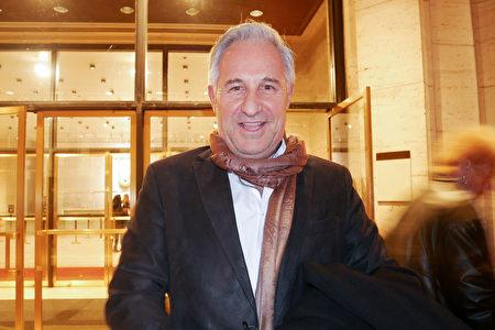在巴西和紐約擁有大理石公司的總裁Liocir Fiorini於2020年3月11日觀看了神韻藝術團在紐約林肯中心的演出。(李辰/大紀元)