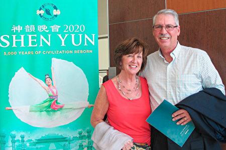 2020年3月15日下午IT團隊負責人David Beccaria和太太Cindy Beccaria一起觀看了神韻藝術團在威尼斯的第四場演出。(麥蕾/大紀元)