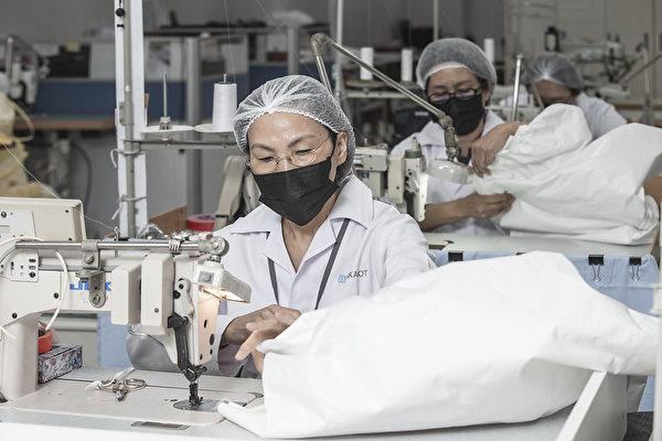 中華民國總統蔡英文3月16日下午訪視「聚陽實業股份有限公司」。(總統府提供)