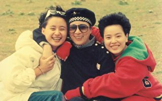 陈亚兰(左)与纪丽如自小受到小凤仙