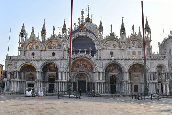 2020年3月11日,意大利威尼斯,在中共肺炎疫情下現正處於封城狀態。圖為威尼斯聖馬可大教堂空無一人。(MARCO SABADIN/AFP via Getty Images)