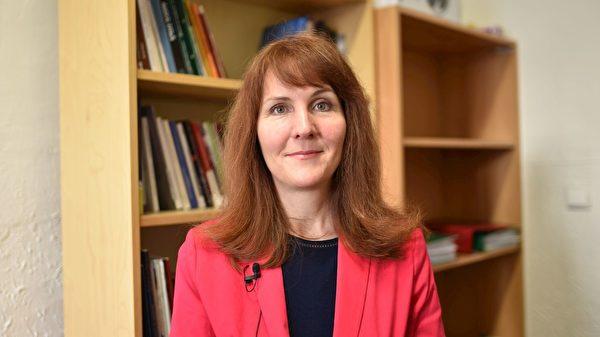 大學教授格雷(Eva Gray)女士敦促國際社會迅速採取行動制止迫害。(明慧網)