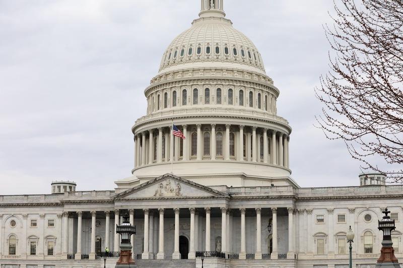 美國首位國會議員確診感染中共病毒