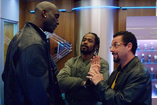 (L) Kevin Garnett, and LaKeith Stanfield, and Adam Sandler in Uncut Gems
