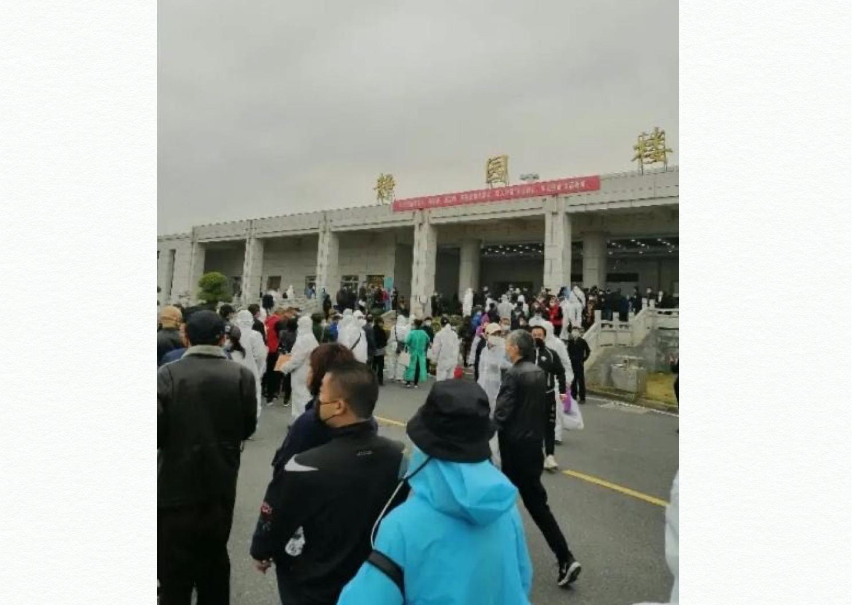 【一線採訪】武漢人領骨灰泣訴:追究兇手