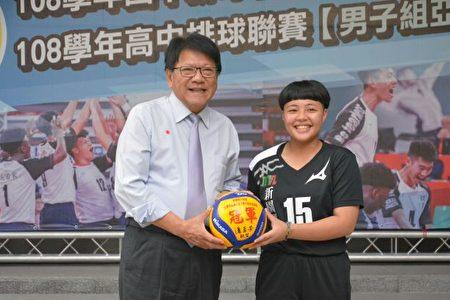 新園國中女排隊勇奪今年排球聯賽冠軍。