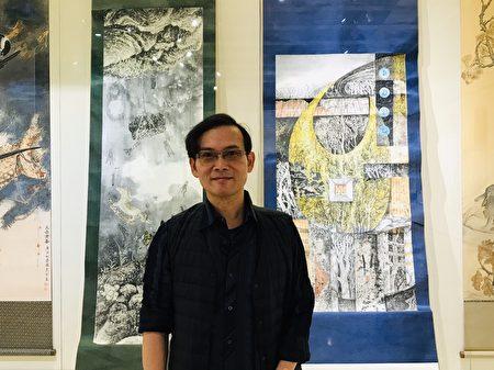 基隆市教師書畫會聯展,會員楊盛錩與他參展的兩幅畫作。