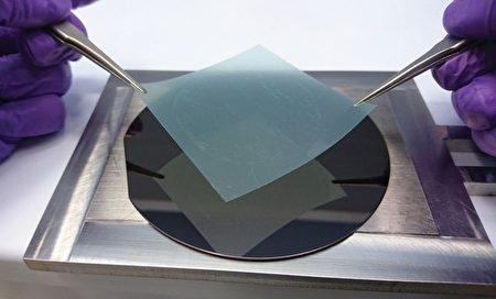 晶圆尺寸的六方氮化硼成长技术突破。