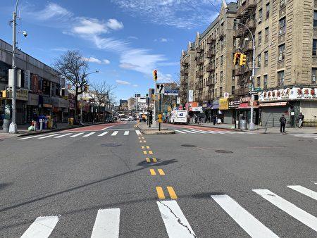 中午時分,法拉盛緬街空空蕩蕩。