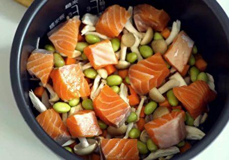 鲑鱼毛豆炊饭,C2食光