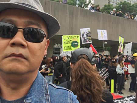 2019年9月29日,侯先生參加了在多倫多市中心舉辦的「全球連線共抗極權」遊行集會,聲援香港的抗議民眾。(侯先生提供)