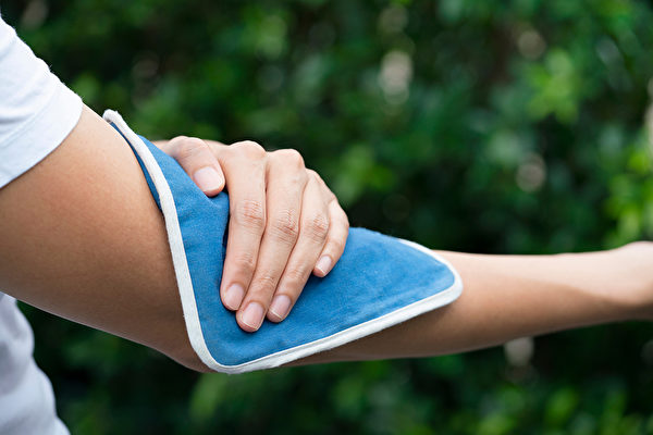 外傷引起的瘀青可考慮先冷敷止血。(Shutterstock)