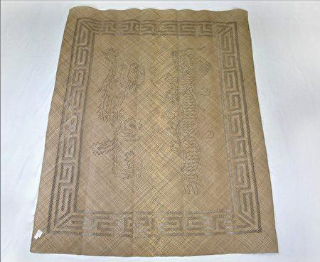 台中纖維工藝博物館典藏,國寶級藝師柯莊屘女士織作的龍鳳蓆。