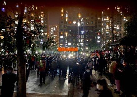 孝感高價菜引爆大規模抗議 市民怒喊「下課」