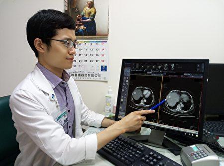 林裕钧医师说明,病人接受血管栓塞术及电烧疗法治疗,恢复状况好,且后续追踪也无复发状况。