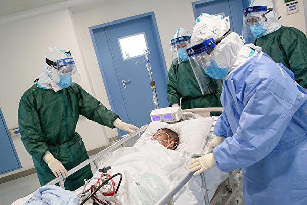 院内感染为何会发生?进出医院的病患如何预防感染中共病毒?(STR/AFP via Getty Images)
