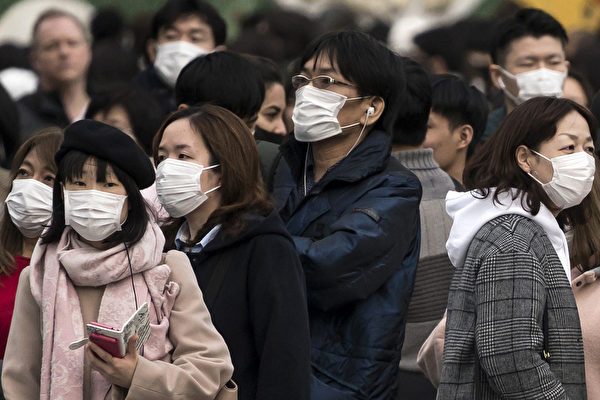 世界卫生组织发布考察报告,提出了中共肺炎的常见症状。(Tomohiro Ohsumi/Getty Images)