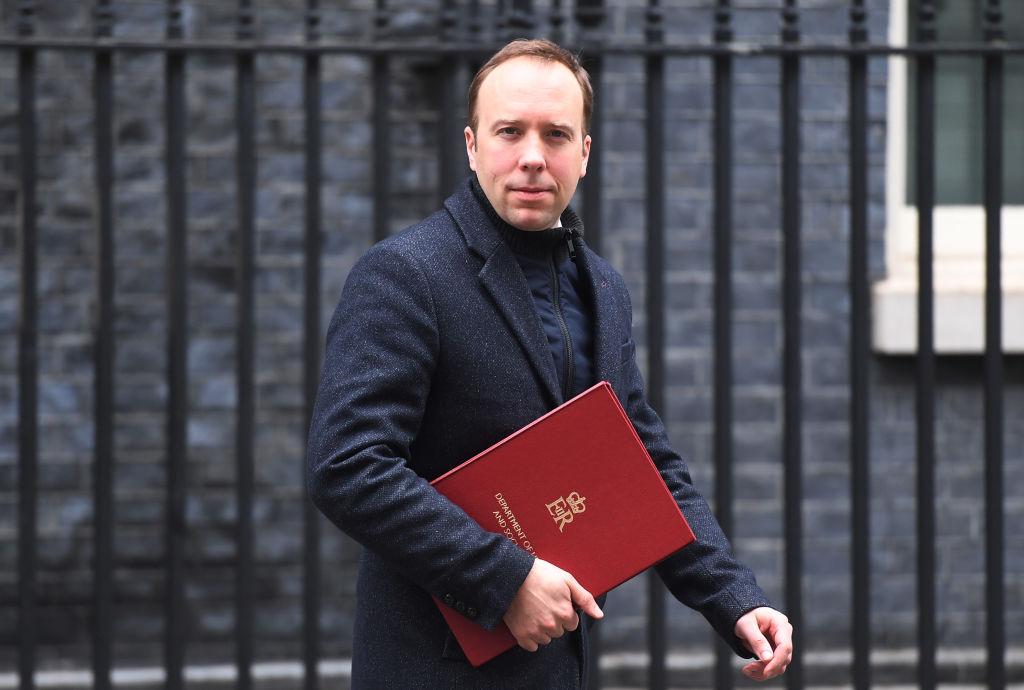 3月4日英國衛生部長夏國賢與首相約翰遜會面後,離開首相府唐寧街10號。(Peter Summers/Getty Images)