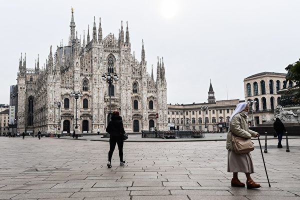 圖為意大利舉國封鎖令下的米蘭大教堂廣場(Piazza del Duomo)。(攝於2020年3月10日)(MIGUEL MEDINA / AFP)