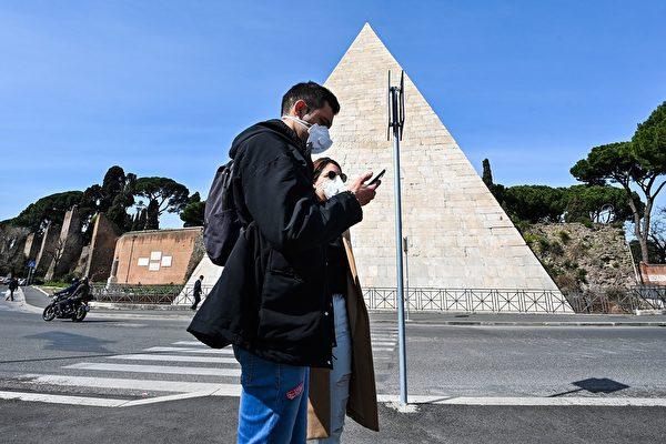 圖為意大利舉國封鎖令下的羅馬塞斯蒂烏斯金字塔(Pyramid of Cestius )。(攝於2020年3月10日)(Alberto PIZZOLI / AFP)