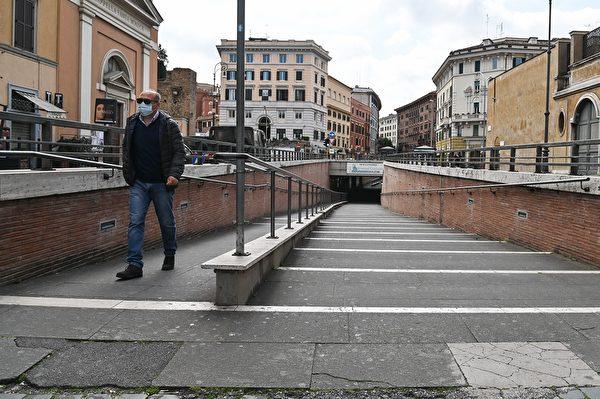 為了控制中共肺炎疫情,意大利全國封城,平日熙來攘往的人潮已不復見。圖為2020年3月15日,梵蒂岡,聖彼德堡附近街道空蕩蕩。 (ANDREAS SOLARO/AFP via Getty Images)
