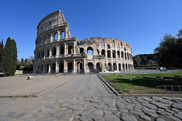 為了控制中共肺炎疫情,意大利全國封城,平日熙來攘往的人潮已不復見。圖為2020年3月20日,羅馬,羅馬競技場空無一人。(ALBERTO PIZZOLI/AFP via Getty Images)
