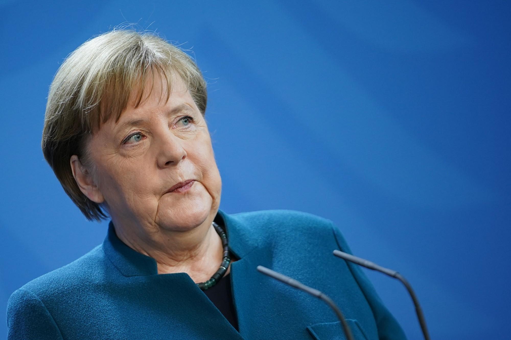 2020年3月22日,德國總理默克爾召開新聞發佈會,公佈了新的抗疫措施。當晚,她被告知,她的醫生確診了中共病毒,因此她宣佈立即進行自我隔離。(Clemens Bilan–Pool/Getty Images)