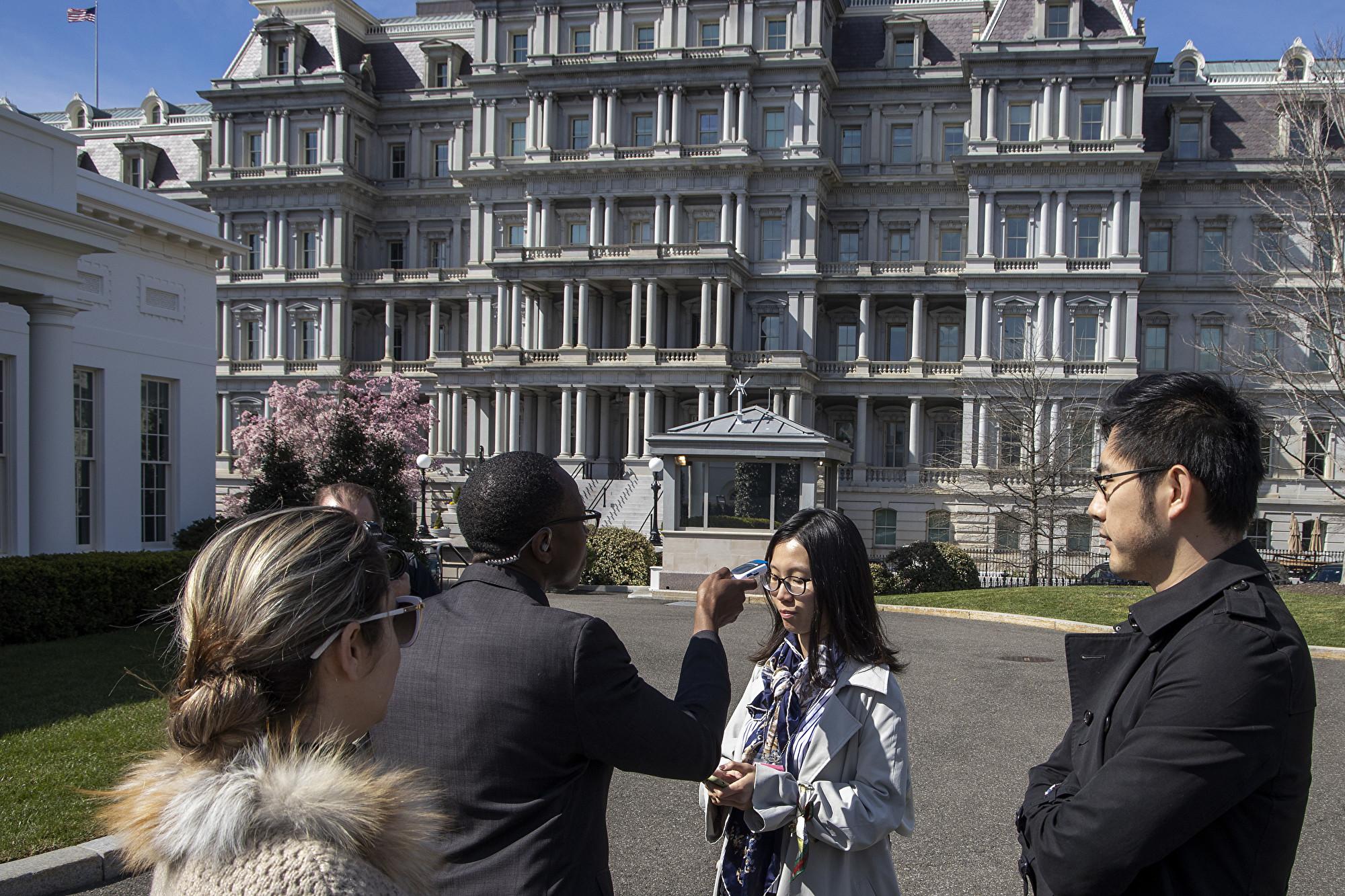 白宮防中共病毒疫情 央視記者體溫過高被拒進入