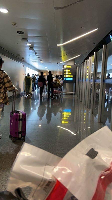 泰國飛南寧航班的旅客在機場。(受訪者提供)