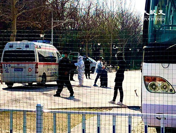 2020年3月22日,北京地壇醫院裏面的場景,門口有把守。(大紀元)