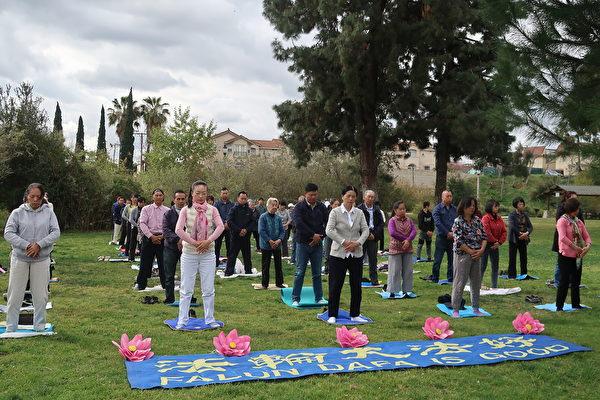 2020年3月7 日(周六),大洛杉磯地區部份法輪功學員於聖蓋博市文森特盧果公園(Vincent Lugo Park)集體煉功。(徐繡惠/大紀元)