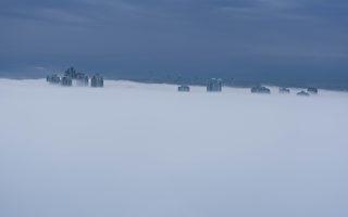 大温哥华的本拿比,3月6日早上被大雾锁定。(大纪元)