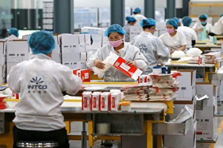 民進黨立委王定宇表示,當前中國正出現「生產鏈、供應鏈、銷售端」的三退潮。圖為中國的工廠。(STR/AFP via Getty Images)