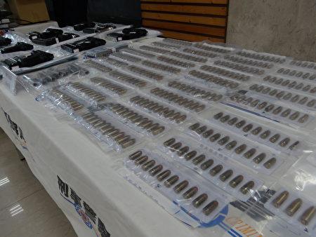 偵六大隊偵破行動軍火庫案,查扣手槍9枝、彈匣15個、槍管7枝、子彈407顆等證物。