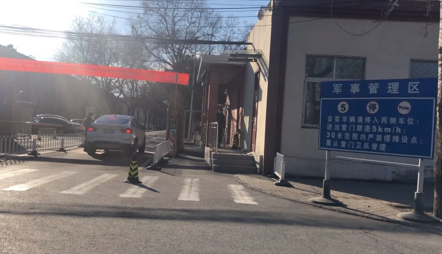 北京軍隊大院軍人隔離 家屬探親如探監