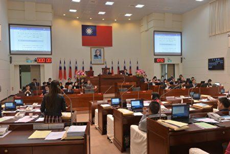 新竹市議會審議議員提案。