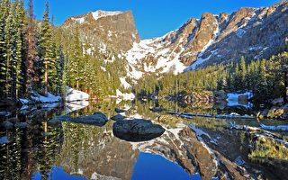 美摄影师在湖面拍到结冰的波浪 你见过吗?