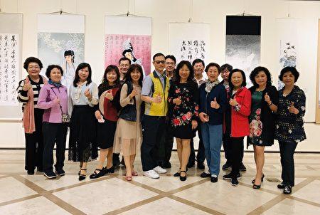 2020年基隆市教師書畫會會員合影於聯展會場基隆文化中心第二陳列室。