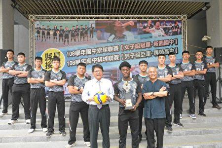 潘孟安接見奪得排球聯賽亞軍的屏榮高中男排隊。