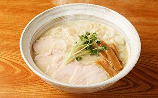 疫情期間很多人家中買泡麵作為囤糧,怎樣吃泡麵較營養?(Shutterstock)