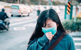 美國CDC建議輕症感染者在家隔離休養,不用住院。但什麼情況需要就醫?(Shutterstock)