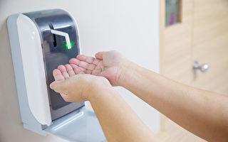 在大门的内外都放一瓶75%酒精或酒精干洗手液,回家开门前、外出前都先洗手。(Shutterstock)