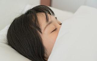 经常出现早睡晚起的昏睡习惯,那很可能是高血糖甚至糖尿病在作怪。(Shutterstock)