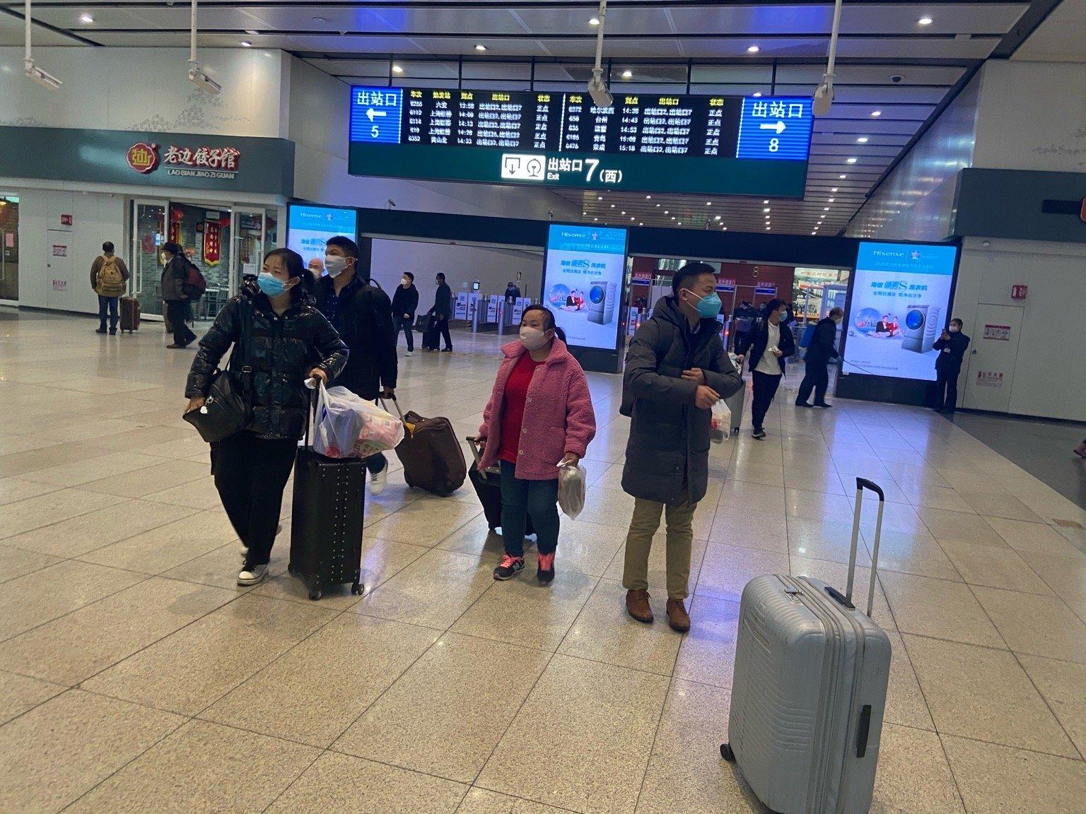 組圖:疫情未消退 北京行人增多 管制仍嚴厲