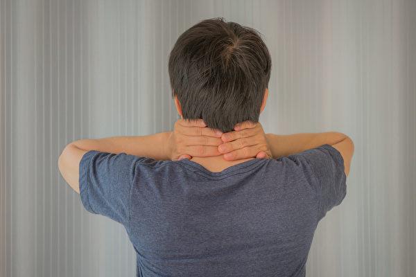 脊椎最怕你做哪些事?醫師教你平時保養脊椎的簡單方法。(Shutterstock)