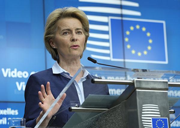 歐盟27國領導人於2020年4月23日舉行了視像峰會後,討論了由中共病毒引起的大流行的應對措施,準備一萬億歐元資金重建經濟。歐盟委員會主席烏爾蘇拉·馮·德·萊恩於會後布魯塞爾舉行了新聞發佈會。(Photo by Olivier HOSLET / EPA / AFP)