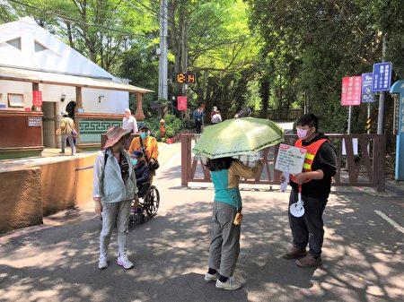 因应升温疫情,新竹市政府宣布自4月18日起假日,十八尖山人数超过3,000人后,将会开始宣导暂缓入山,并进行人流疏导,以避免群聚感染风险。