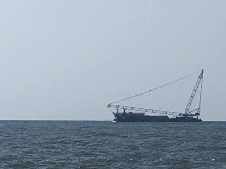 桃園搶救大潭藻礁行動聯盟懷疑東丕動力工作船疑似復工。